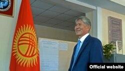 Алмазбек Атамабаев, президент Кыргызстана.