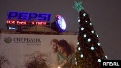Скромная ель в центре Москвы обошлась Сбербанку в миллион рублей.