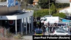 Поліція біля супермаркету, де були захоплені заручники, Треб, Франція, 23 березня 2018 року