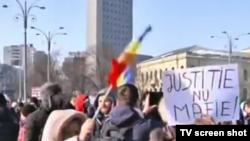Участники протестов в Румынии