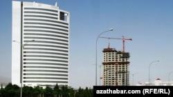 Aşgabat. Türkmenistanyň Nebit-gaz ministrligi.