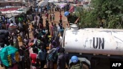 Біженці від сутичок у Південному Судані переховуються на базах миротворців ООН, фото 16 грудня 2013 року