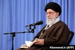 Аятолла Әли Хаменеи Тегеранда ислам құндылықтары жайлы лекция оқып отыр. Тегеран, 24 желтоқсан 2019 жыл.