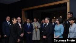 Президент Узбекистана Шавкат Мирзияев посетил галерею искусства в Вашингтоне. Фото с сайта президента Узбекистана.