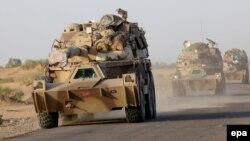 خودروهای زرهی ائتلاف عربی به رهبری عربستان سعودی در راه یمن