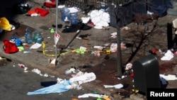 ԱՄՆ -- Բոստոնի մարաթոնում իրականացրած պայթյունների վայրը՝ Բոյլսթոն փողոցը, պայթյուններից մեկ օր անց, Բոստոն, Մասաչուսեթս, 16-ը ապրիլի, 2013թ.