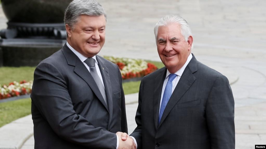 Госсекретарь США пообещал Порошенко, что санкции с РФ не снимут до возвращения Крыма