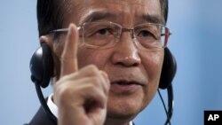 ون جیابائو، نخست وزیر چین که در آستانه سفر به کشورهای خلیج فارس است