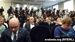 Журналісты слухаюць Сяргея Князева
