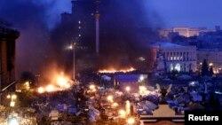 Pamje nga Sheshi i Pavarësisë në Kiev ku protestuesit e kanë kampin e tyre