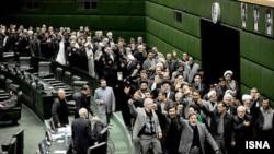 نمایی از تظاهرات داخل مجلس نمایندگان علیه اعتراض های روز عاشورا