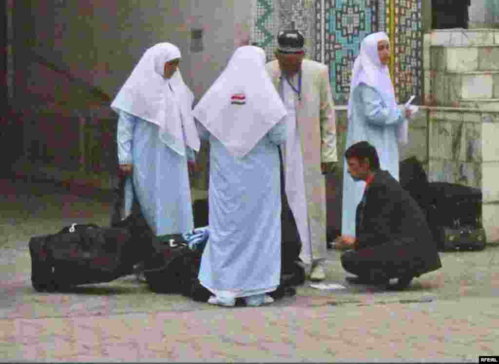 In Pictures: What (Not) To Wear To Hajj #4