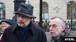 Boris Akunin (left, with Lev Rubinstein) is well-known for his historical novels.
