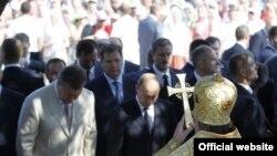 Виктор Янукович и Владимир Путин на освящении в Севастополе колокольни Святого князя Владимира