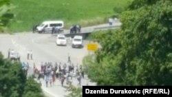 Migrantët në kufirin pranë Vellika Kladushës
