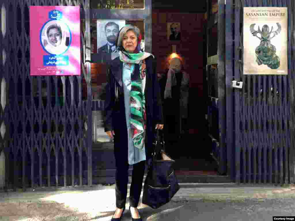 پروانه پورشریعتی در یکی از دانشگاههای ایران در روز سخنرانی وی در مورد سقوط شاهنشاهی ساسانی