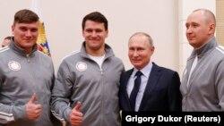 Rusiya prezidenti Vladimir Putin Olimpiya oyunlarına gedəcək idmançılarla birlikdə
