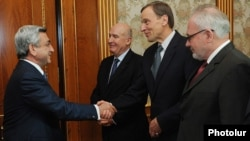 Armenia -- President Serzh Sarkisian (L) meets with the visiting co-chairs of the OSCE Minsk Group, 21Oct2011.