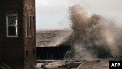 Stuhia Sandy, e cila goditi edhe Bregun Lindor të SHBA-ve. Pamje gjatë stuhisë në Nju Xhërsi