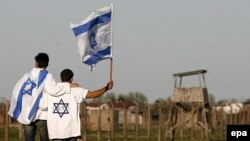 Молодые евреи со всего мира традиционно принимают участие в мепориальном марше в Освенциме