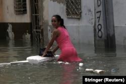 "На улице в Гаване после урагана ""Ирма"""