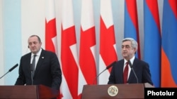 Armenia - President Serzh Sarkisian (R) and his Georgian counterpart Giorgi Margvelashvili give a joint press conference in Yerevan, 27Feb2014.