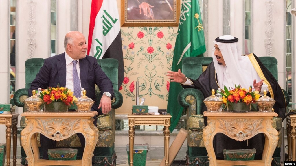 Saudi Arabia's King Salman (right) talks with Iraqi Prime Minister Haidar al-Abadi in Jeddah on June 19.