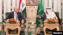 Saudi Arabia's King Salman (right) talks with Iraqi Prime Minister Haidar al-Abadi in Jeddah on June 19.