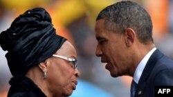 Обама ба ҳамсари Мандела - Граса Машел изҳори тасаллият мекунад