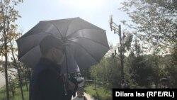 Кол чатыр менен журналисттерге тоскоолдук кылгандар, Шымкент, октябрь, 2019-жыл.