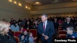 Лидер партии «Фыдыбаста» отметил, что президенту Анатолию Бибилову для того, чтобы переизбраться через три года, нужно серьезно подумать о собственных действиях