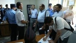 Փաստաբանները գործադուլ են անում՝ պահանջելով դադարեցնել իրենց «խուզարկությունը» դատարանի մուտքի մոտ