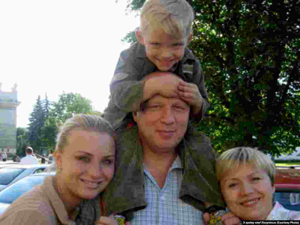 Alyaksandr Kazulin, his wife Iryna Kazulina (right), and family - President Lukashenka said on February 15 that he had offered Kazulin a temporary release from prison so that he could accompany his wife, Iryna, who is suffering from cancer, to Germany for medical treatment. But Kazulin's relatives say the terms of the offer are unclear, and could be tantamount to expulsion from Belarus.