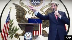 АКШ дәүләт секретаре Джон Керри Токиода чыгыш ясый
