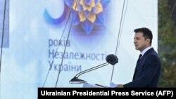 Президент України Володимир Зеленський виступає з промовою під час військового параду до Дня Незалежності у Києві, 24 серпня 2021 року