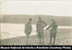 Militari români pe râul Siret, la Domnești, 1918 (Sursa: Expoziția Marele Război, 1914-1918, Muzeul Național de Istorie a României)