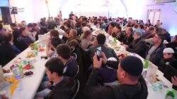 "Москвада ўзбеклар илк маротаба ""Рамазон чодири""да ифтор берди"
