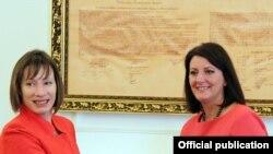 Kосовската претседателка Атифете Јахјага со американската амбасадорка Трејси Ен Џејкобсон