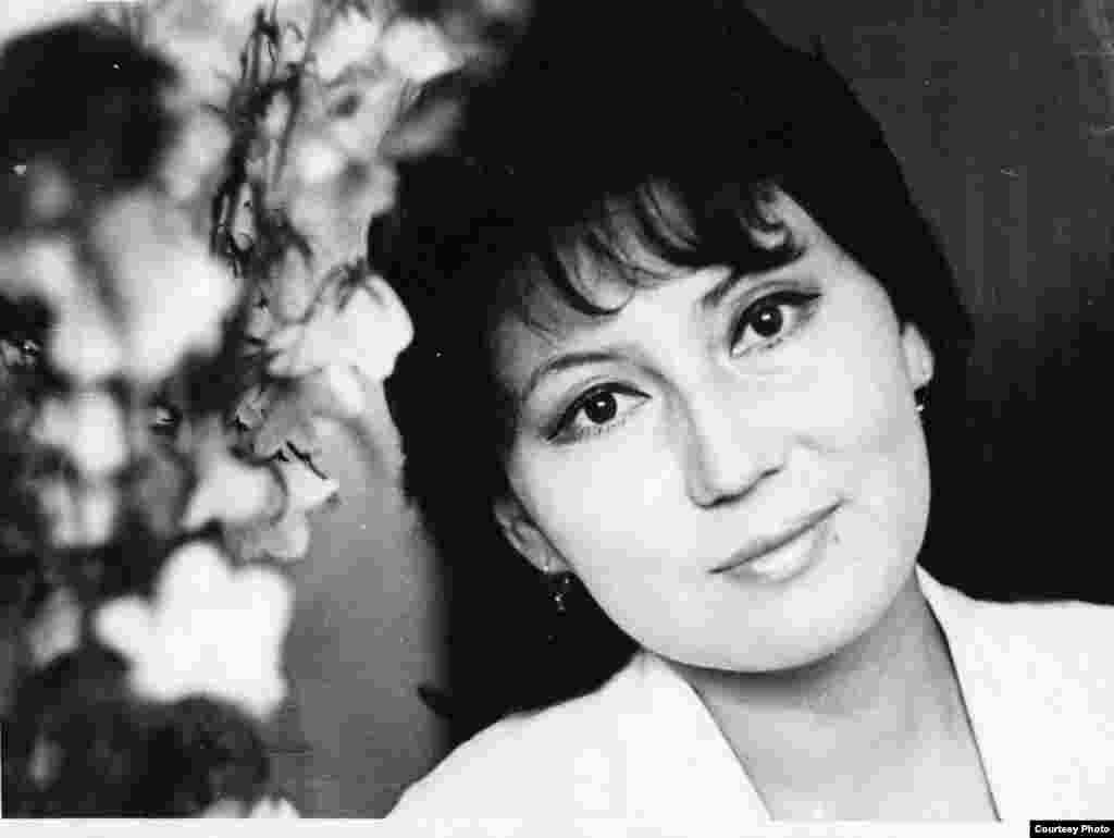 Мәдина 30 жасында елге танымал әнші болды. - Күміс көмей әнші, Қазақстанның еңбек сіңірген әртісі Мәдина Ералиева. 1985 жыл.