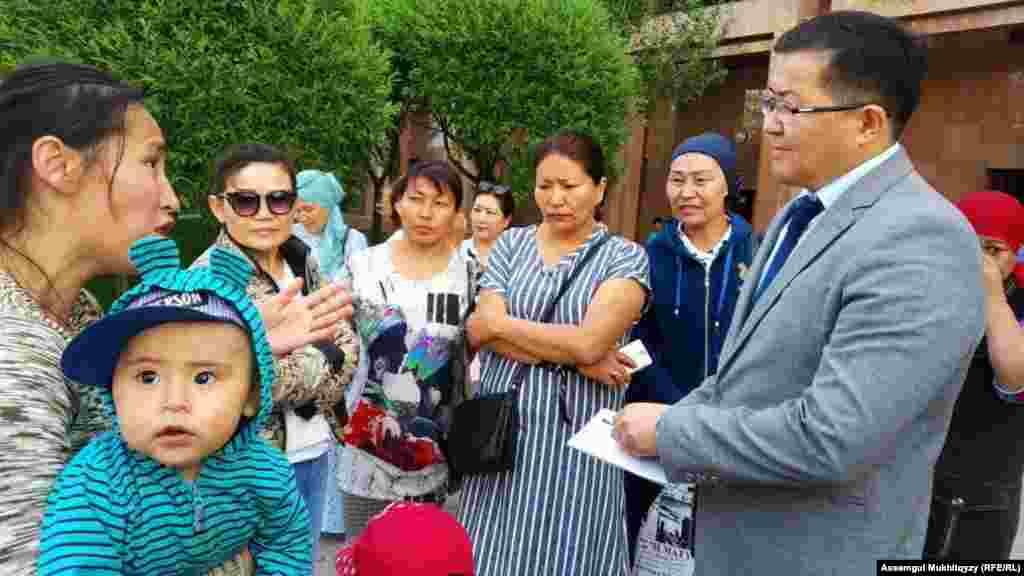 Собрание женщин в Нур-Султане 3 июня началось около 10 часов утра.