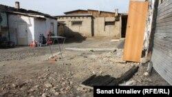 Место, где стояла времянка, в которой во время пожара погибло пятеро детей. Жилой массив Коктал-1 в Нур-Султане, 10 октября 2019 года.