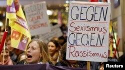 Գերմանիա - «Ընդդեմ սեքսիզմի, ընդդեմ ռասիզմի» կարգախոսով բողոքի ցույցը Քյոլնում, 5-ը հունվարի, 2016թ․
