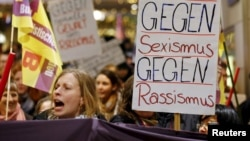 На днях в Кёльне прошла демонстрация женщин, требующих защиты своих прав, январь 2016