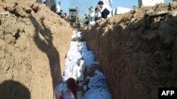Hökümetiň tarapyny tutýan güýçler tarapyndan öldürilendigi aýdylýan adamlar köpçülikleýin jaýlanýar, Douma, 3-nji iýul.