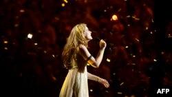 Fituesja Emmelie de Forest gjatë pjesëmarrjes në Eurovision