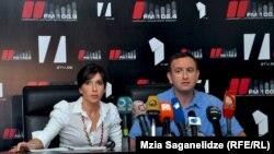 Уволенные журналисты – Эки Квеситадзе и Давид Пайчадзе – утверждают, что их трудовой контракт был прерван чисто по политическим мотивам