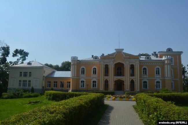Палац Чапскіх у Прылуках