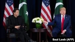 ABŞ-nyň prezidenti Donald Tramp (sagda) we Pakistanyň premýer-ministri Imran Khan. Nýu-Ýork. 23-nji sentýabr, 2019 ý.