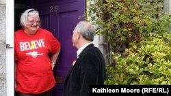 Шотландцы беседуют о предстоящем референдуме о независимости страны. Абердин, 13 сентября 2014 года.