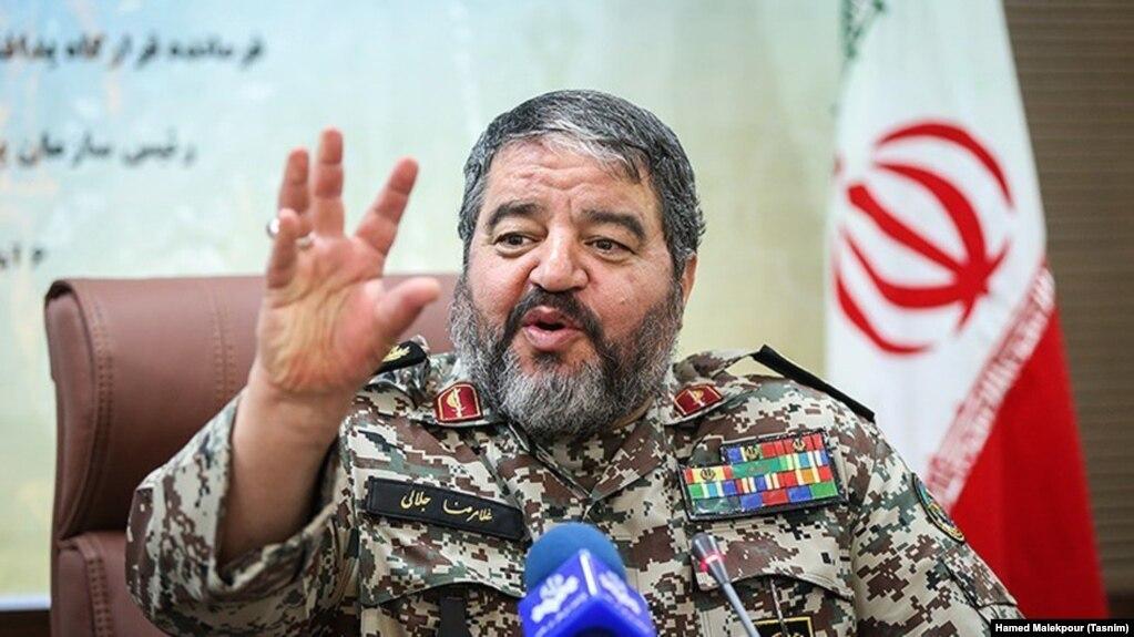 رئیس سازمان پدافند غیرعامل خواستار آن شده که مردم ایران دلار آمریکا را در خیابانها به آتش بکشند.
